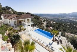 Villa Pacifica,Современнкая, элитная вилла   с частным бассейном на 8 человек в Santa Cristina d'Aro, Catalunya, в Испании...