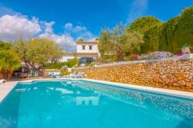 Комфортабельная вилла     с частным бассейном, максимум на 6 человек в Бениссе (Коста Бланка), в Испании.Этa тихая вилла расположена  в  городском районе и  в 1 км от пляжа  La fustera. Недвижимость предлагает  сад с деревьями и  красивый вид  на горы.Из-за комфортa и близости пляжа и возможности пройтись по близлежащим магазинам этa вилла прекрасно подходит для отдыха с семьей, друзьями и даже c домашни животными.Местность: Бениссa (Benissa), Коста Бланкa (Costa Blanca), ИспанияИнтерьер, Benissa