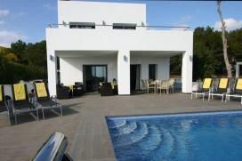 Villa de nueva construcción - moderna y confortable - en Moraira, en la Costa Blanca, España con piscina privada para 8 personas.Como se trata de una villa para vacaciones familiares y no es adecuado para grupos,el número d, Moraira
