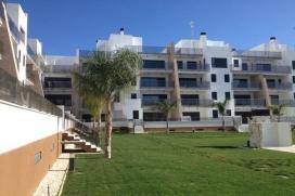Appartement moderne et confortable  avec piscine communale à Bioko, Aguamarina, Cabo Roig, sur la Costa Blanca, Espagne pour 4 personnes.  L'appartement est situé  dans une  région balnéaire et résidentielle, près de restaurants et bars, de magasins et de supermarchés et et se trouve à 5 minutes à pied de la plage de Playa Aguamarina.  L'appartement a 2 chambres à coucher et 2 salles de bain.  Le logement offre un beau jardin privé avec pelouse et d´arbres, un jardin communal avec pelouse et d´arbres et  une belle vue  sur la piscine.  Le comfort et le voisinage de la plage, d'endroits pour faire du shopping et d'endroits pour sortir rendent cet appartement un logement convenable pour passer vos vacances avec votre famille ou vos amis. Intérieur de l'appartement, Cabo Roig