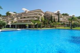 Location de vacances merveilleuse de luxe avec piscine communale, à Denia, Costa Blanca, Espagne pour un maximum de 6 personnes.Cette location de vacances est située dans une région collineuse et résidentielle et près de restaurants et bars, de magasins, de supermarchés et d'un court de tennis. Le logement offre de l'intimité, un jardin avec pelouse et d´arbres et une vue merveilleuse sur la baie, sur le course golf, sur mer, sur la vallée et sur la montagne.Le comfort et le voisinage d'endroits pour faire du shopping, d'endroits pour sortir et d'installations sportives rendent cette location de vacances un logement excellent pour passer vos vacances avec votre famille ou vos amis.Intérieur, Denia