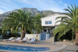 Villa moderne Casa Mundo jusqu'à 8 personnes. La villa dispose de deux étages indépendants et est idéal pour deux familles par exemple., Denia