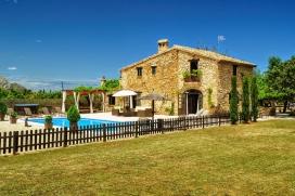 Maison de campagne merveilleuse de luxe avec piscine privée, à Denia, Costa Blanca, Espagne pour un maximum de 8 personnes.Cette maison de campagne est située dans une région rurale. Le logement offre beaucoup d'intimité, un jardin avec pelouse, gravier et d´arbres et une belle vue sur la vallée et sur la montagne.La tranquillité, le comfort et le voisinage d'endroits pour faire du shopping et d'endroits pour sortir rendent cette maison de campagne un logement excellent pour passer vos vacances avec votre famille ou vos amis et même vos animaux domestiques.Intérieur, Denia