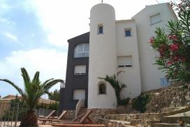Villa confortable dans Javea de 220m² avec vues sur la mer et la montagne et d'une capacité de 12 personnes. Située dans une zone très tranquille au sein d'une urbanisation, cette villa dispose d'un beau jardin avec son mobilier e, Javea