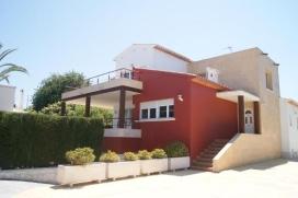 Belle villa moderne et confortable avec piscine privée à Javea pour 20 personnes, 6 chambres (12 pers. MAHON 1) et une grand chambre avec 4 canapés-lits (20 pers. MAHON 20). Situé dans un quartier résidentiel aprox. à 50, Javea