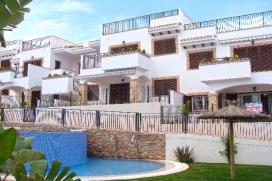 Appartement  comfortable  avec piscine communale, à La Mata, Costa Blanca, Espagne pour un maximum de 4 personnes.Cet appartement est situé  dans une  région balnéaire, près de restaurants et bars et  à 200 m de la plage de La Mata. Le logement offre de l'intimité, un jardin avec pelouse et  une belle vue  sur la piscine et sur le jardin.Le comfort et le voisinage de la plage, d'endroits pour faire du shopping et d'endroits pour sortir rendent ce appartement un logement convenable pour passer vos vacances avec votre famille ou vos amis et même vos animaux domestiques.Intérieur, La Mata