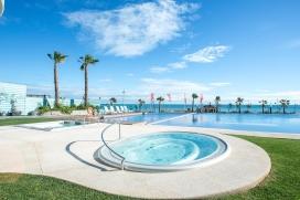 Bel appartement comfortable avec piscine communale à Sea Senses, Punta Prima, sur la Costa Blanca, Espagne pour 4 personnes. L'appartement est situé dans une région balnéaire, près de restaurants et bars, de magasins et de supermarchés, à 100 m de la plage de Cala Piteras et à 5 km de Torrevieja. L'appartement a 2 chambres à coucher et 2 salles de bain. Le logement offre de l'intimité, un jardin communal avec pelouse et une vue merveilleuse sur mer, sur la piscine et sur le jardin. Le comfort et le voisinage de la plage, d'endroits pour faire du shopping et d'endroits pour sortir rendent cet appartement un logement idéal pour passer vos vacances avec votre famille ou vos amis. Intérieur de l'appartement, Punta Prima