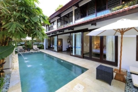 Large and comfortable villa with private pool, in Seminyak, Bali, Indonesia for a maximum of 6 persons.This resort accommodation is situated in an urban area, close to restaurants and bars and shops and at 1 km from Seminyak Beach beach and offers a lot of privacy and a lawned gra garden with trees.Comfort and the vicinity of the beach, places to shop and places to go out make this an ideal villa to celebrate your holidays with family or friends.Interior, Seminyak