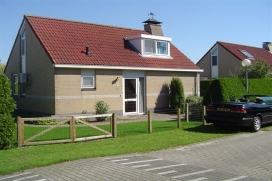 Beautiful and well furnished holiday home   in Balk, Friesland, Netherlands for a maximum of 6 persons. This holiday home is situated  in a  rural and wooded area and close to restaurants and bars and shops. The accommodation has privacy and a lawned garden. Its tranquility, its comfort and the vicinity of places to shop, places to go out and sports facilities make this an ideal holiday home to celebrate your holidays with family or friends. Interior , Balk