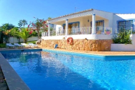 Nice and spacious 4-persons villa with pretty garden and large private pool in Guia, 6 km from Albufeira, on the Algarve Coast. 25 beautiful beaches within 5 minutes car drive away., Albufeira