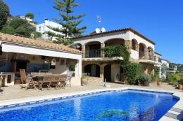 Villa Les Oliveres,Beautiful and cheerful...