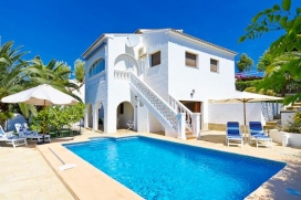 Villa    for rent with private pool, in Benissa, Costa Blanca, Spain for a maximum of 4 persons.This villa is situated  in a  hilly, wooded and residential area, close to restaurants and bars and supermarkets and  at 500 m from La Fustera beach. The , Benissa