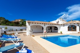 Villa    for rent in Benissa, Costa Blanca, Spain with private pool, for a maximum of 6 persons.This villa is situated  in a  hilly and residential area, close to a tennis court and  at 1 km from Playa La Fustera beach. The accommodation has privacy,, Benissa