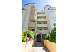 Beautiful apartment for rent  in Calpe, Costa Blanca, Spain for a maximum of 4 persons.This apartment is situated  in a   beach area, close to restaurants and bars and supermarkets and  at 200 m from Calalga beach. The accommodation has a garden with, Calpe