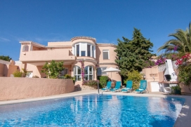 Beautiful and cheerful villa in Calpe, on the Costa Blanca, Spain with private pool for 6 persons. The villa is situated in a coastal and residential area and at 2 km from Playa Arenal-Bol beach. The villa has 3 bedrooms and 2 bathrooms. The accommod, Calpe