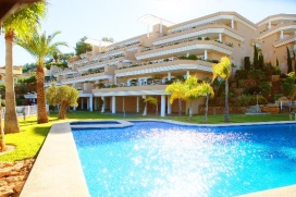 LUXURY GOLF APARTMENT AT THE FAMOUS LA SELLA GOLF COURSE, SUPERB SEA VIEWS,MARBLE FLOORS,.This self-catering, 2 bedroom rental apartment exudes quality with a bright and spacious fully fitted modern kitchen plus separate utility area with washin, Denia