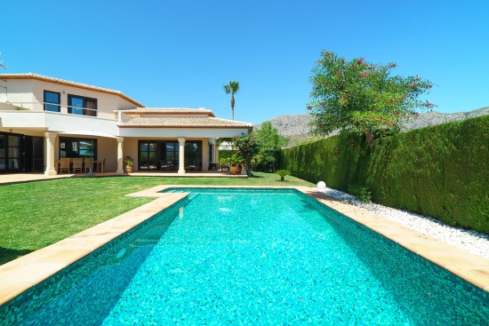 Holiday villa that allows pets in Denia, Costa Blanca Spain for 4 people - Villa Daru Dunya