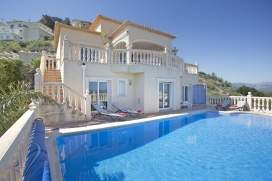 Holiday rental villa with private pool for up to 8-9 people in La Sella near Denia on the Costa Blanca, Spain.Luxurious villa, located only 0,5 km from the 18-hole golf course La Sella and the Marriott hotel. Offers beautiful views over the mountain Montgo, the sea and coastline of the beach resort Denia, Costa Blanca, Spain. This 2005 built villa is luxuriously furnished and has beautiful stone floors complete with the best in appliances, airconditioning and central heating. The newly built shopping center Las Marinas in Ondara can be reached in only 5 minutes by car and offers a great variety of shops, restaurants, a movie theater and bowling lanes., Denia