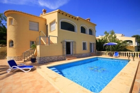 Wonderful and romantic villa in Javea, on the Costa Blanca, Spain  with private pool for 4 persons.  The villa is situated  in a  residential area.  The villa has 2 bedrooms and 1 bathroom.  The accommodation offers a lot of privacy, a wonderful lawn, Javea