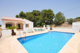 Wonderful and comfortable villa in Javea, on the Costa Blanca, Spain  with private pool for 6 persons.  The villa is situated  in a  residential area and  at 3 km from El Arenal beach.  The villa has 3 bedrooms and 2 bathrooms.  The accommodation off, Javea