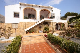 Beautiful and cheerful villa in Javea, on the Costa Blanca, Spain  with private pool for 6 persons.  The villa is situated  in a  residential area.  The villa has 3 bedrooms and 2 bathrooms.  The accommodation offers a beautiful lawned garden with gr, Javea