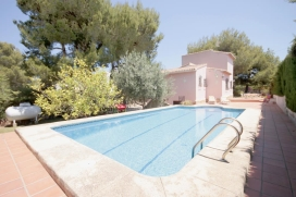 Beautiful and comfortable villa in Javea, on the Costa Blanca, Spain  with private pool for 10 persons.  The villa is situated  in a  residential area and  at 3 km from El Arenal beach.  The villa has 5 bedrooms and 4 bathrooms, spread over 2 levels., Javea