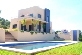 Beautiful and luxury villa    with private pool, in Xabia / Javea, Comunidad Valenciana, Spain for a maximum of 8 persons.This villa is situated  in a  residential area, close to restaurants and bars and  at 4 km from the beach. The accommodation has privacy, a lawned garden and  a view of  the mountains.Its comfort and the vicinity of the beach and places to go out make this an ideal villa to celebrate your holidays with family or friends and even your pets.Interior, Javea