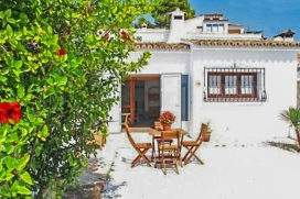 Holiday home for rent  in Moraira, Costa Blanca, Spain for a maximum of 4 persons.This holiday home is situated  in a  hilly area, close to restaurants and bars and supermarkets and  at 1 km from Playa L´Ampolla beach. The accommodation has priv, Moraira