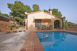 Lovely and cheerful villa in Moraira, on the Costa Blanca, Spain with private pool for 2 persons. The villa is situated in a wooded and residential area and at 2 km from ampolla beach. The accommodation offers a plot with trees and beautiful views of, Moraira