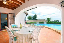 Holiday rental villa with private pool for up to 4people in Moraira - Costa Blanca. Villa situated in a beautiful and well-maintained area, near a specialised restaurant, a tennis court mini golf and little comercial center. The villa is spacious and tastefully decorated, with a marble and heated floor., Moraira