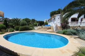 Rustic and classic villa with private pool in Moraira, on the Costa Blanca, Spain for 4 persons. The villa is situated in a residential area and at 3 km from ampolla beach. The villa has 2 bedrooms and 2 bathrooms. The accommodation offers a garden w, Moraira
