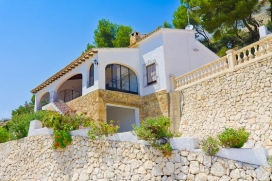 Villa in Moraira, on the Costa Blanca, Spain  with private pool for 6 persons.  The villa is situated  in a  hilly, wooded and residential area.  The villa has 3 bedrooms and 2 bathrooms, spread over 2 levels.  The accommodation offers privacy and  b, Moraira