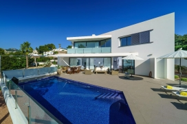 Beautiful and luxury villa in Moraira, on the Costa Blanca, Spain with private pool for 6 persons. The villa is situated at 3 km from Playa de Moraira beach, at 0,5 km from Cala Baladrar and about 1,5km from Cala Abogat. The villa has 3 bedrooms and , Moraira