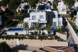 Modern and luxury villa in Moraira, on the Costa Blanca, Spain  with private pool for 8 persons.  The villa is situated  in a  residential area, close to restaurants and bars and a tennis court,  at 3 km from Ampolla beach and  at 3 km from Moraira. , Moraira