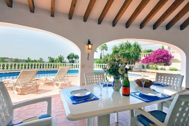 Villa in Moraira, on the Costa Blanca, Spain with private pool for 4 persons. The villa is situated in a residential area, close to restaurants and bars, shops and a  public tennis club with 4 tennis courts. Small shopping center.  2 km fro, Moraira