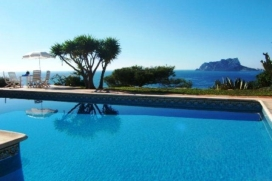 Villa in Moraira, Costa Blanca, Spain with private pool, for a maximum of 10 persons.This villa is situated in a residential beach area and at 3 km from the beach. The accommodation has a lot of privacy and a wonderful view of the sea.Its tranquility and the vicinity of the beach, places to shop and places to go out make this an ideal villa to celebrate your holidays with family or friends and even your pets.Interior, Moraira