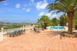 Large and nice villa in Moraira, on the Costa Blanca, Spain with private pool for 6 persons. This comfortable villa is located in a quiet area surrounded by nature and pine forests.Enjoy total privacy with beautiful panoramic views in a Mediterranean style garden with all kinds of palm trees and greenery stale.This property has everything you need to enjoy the best days of the year ...With 170 m2 living area and 1100 m2 plot find everything you need and more ...Large rooms with bathroom and direct access to the pool, a lounge / dining + - 60m2 with Spanish and German TV, a large fully equipped kitchen, spacious terraces and of course a private pool with outdoor shower.The terrace has a barbecue and garden tables and chairs for 8 people and sunbeds.Thanks to the varied outdoor lighting that provides the villa you can enjoy long evenings in an unbeatable atmosphere.The property has a parking area (2 cars) so you do not have to leave your car on the street.Interior of the villa, Moraira