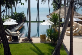 Wonderful and luxury villa with private pool, in Lipa Noi, Koh Samui, Thailand for a maximum of 6 persons.This villa is situated in a wooded beach area and at 25 m from Lipa Noi Beach beach. The accommodation has a lot of privacy, a lawned garden with trees and wonderful views of the bay, the beach and the sea.Its tranquility, its comfort and the vicinity of the beach make this a perfect villa to celebrate your holidays with family or friends.Interior, Lipa Noi