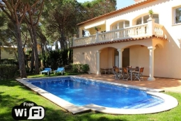 Villa Treumal,Prachtige en romantische villa  met privé zwembad in Castell-Platja d'Aro, Catalunya, Spanje voor 8 personen...