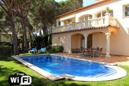 Villa Treumal,Wunderschöne und romantische Villa in Castell-Platja d'Aro, Catalunya, Spanien  mit privatem Pool für 8 Personen...