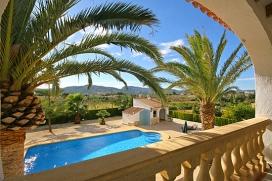 """Ferienhaus an der Costa Blanca in Spanien für maximal6 Personen. Villa bestehend aus 2 Etagen, gelegen am sonnigen Berghang des """"montgós"""". Verfügt über eine sehr schöne Aussicht über das Tal von Javea und das Bergmassiv des """"Montgós"""". Die Terrassen um den Pool herum und der grosse Grillbereich eignen sich perfekt zum Familienessen im Freien.Bei einer Vermietung von 6 Personen wird der untere Teil des Hauses geschlossen.Diese Unterkunft wird gleichzeitig nur an einer Familie vermietet, doch der Betrag der Miete ist von der Anzahl der Bewohner abhängig. Deswegen wird die Unterkunft doppelt angezeigt mit verschiedener Anzahl von Bewohnern und verschiedenen Preisen., Javea"""