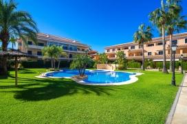 """Ferienwohnung mit Gemeinschaftspool in Javea an der Costa Blanca in Spanien für maximal 6 bis 7 Personen.Diese neu gebaute, moderne Ferienwohnung besteht aus 3 Etagen und befindet sich in einem luxuriösen Wohnkomplex und ist somit nur einige Minuten zu Fuss vom Sandstrand """"Arenal"""" in Javea entfernt. Alle Etagen sind mit Innentreppen verbunden und Sie haben direkten Zugang von der Garage zu der Ferienwohnung.Erdegschoss:, Javea"""