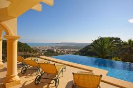 Schöne und komfortable Villa mit privatem Pool, in Javea, Costa Blanca, Spanien für maximal 6 Personen.Diese Villa liegt in einer hügeligen und ländlichen Umgebung. Die Unterkünft bietet viel Privatsphäre und einen wunderschönen Blick auf die Meeresbucht, das Meer und das Tal.Die Ruhe und die Bequemlichkeit machen dies zu einer idealen Villa um Ihre Ferien zu verbringen mit Familie oder Freunden und sogar Ihren Haustieren.Innen, Javea